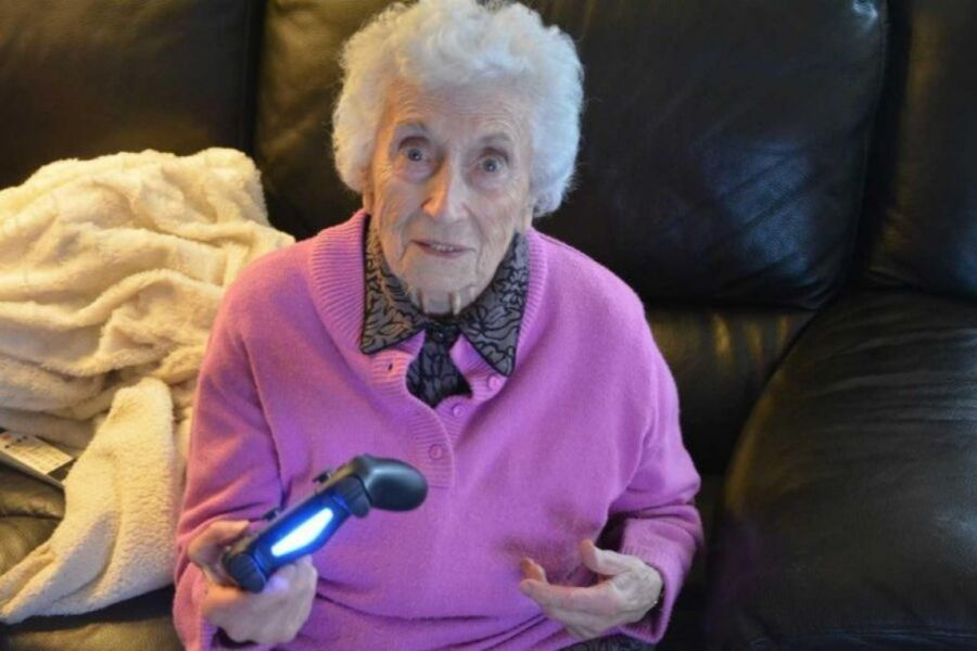Une grand-mère fan de fifa - image 2