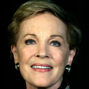 Julie Andrews remporte l'Oscar de la meilleure actrice