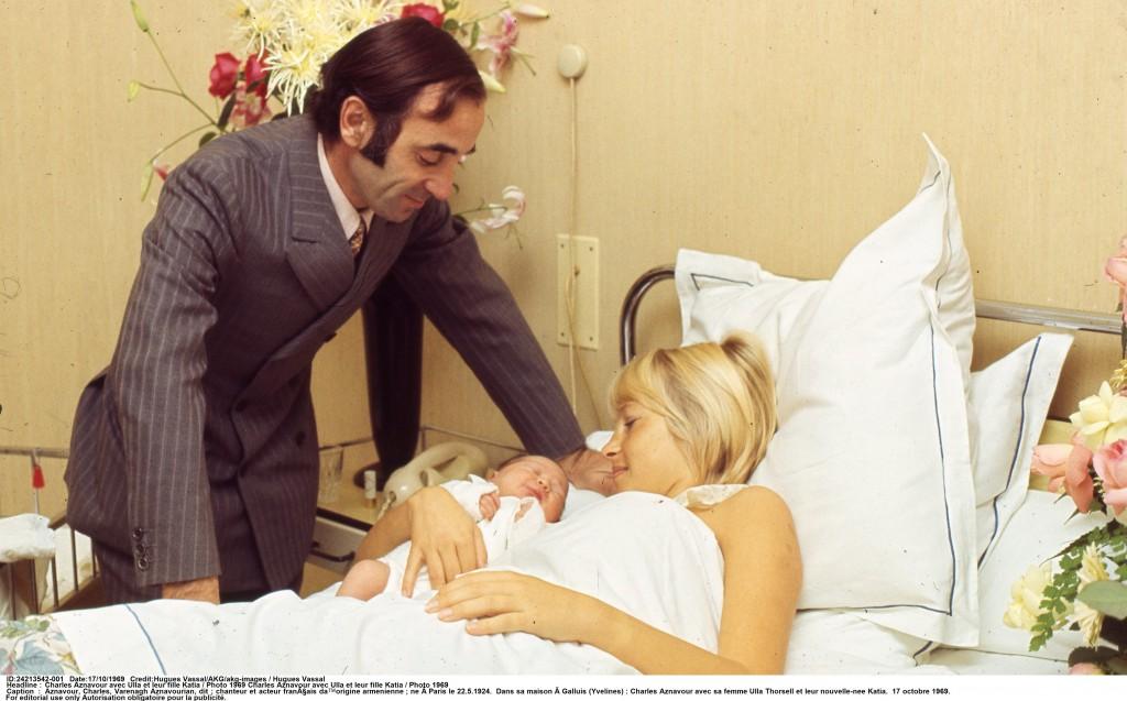 Charles Aznavour, Ulla Thorsell et enfant