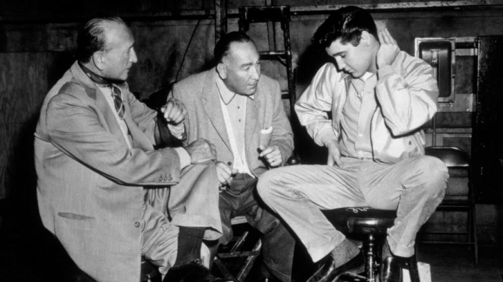 Elvis Presley avec Hal Wallis et Michael Curtiz sur le tournage de King Creole