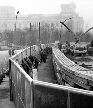 1961 construction du mur de berlin carré
