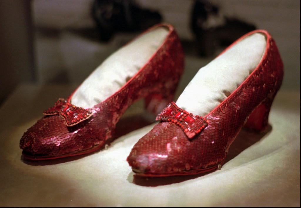 """souliers rouges de Dorothy du film """"Le magicien d'Oz"""""""
