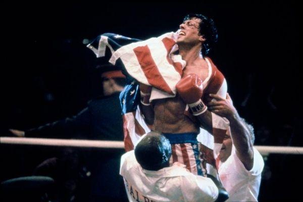 Rocky 4 Rocky Balboa vainqueur drapeau americain