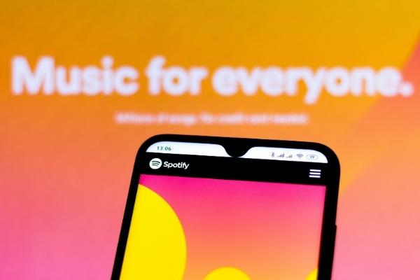 Site Spotify affiché sur smartphone