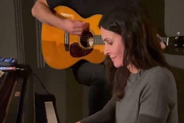 courtney cox piano