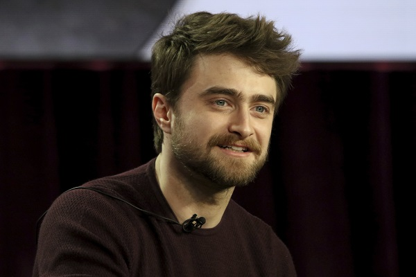 Daniel Radcliffe en itw avec un micro-cravate