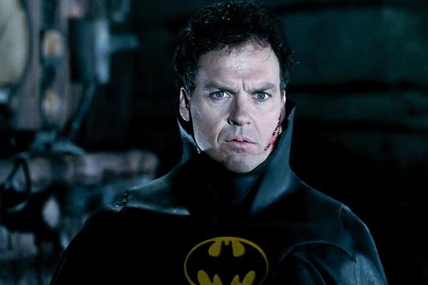 michael keaton dans le costume de Batman