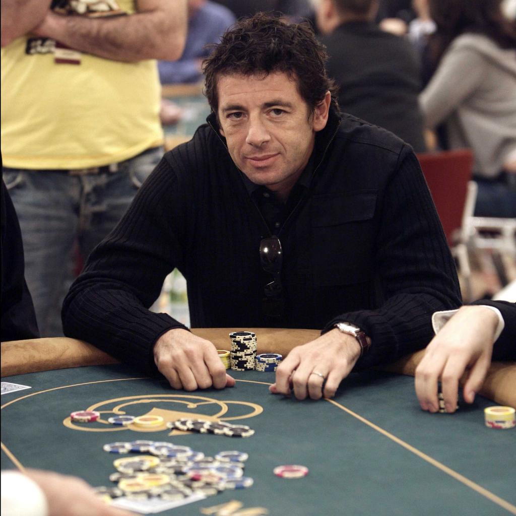Patrick Bruel qui joue au poker